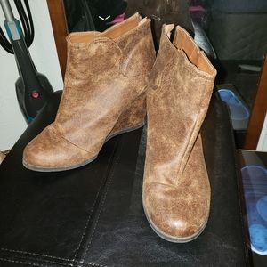 Maurices wedge boots